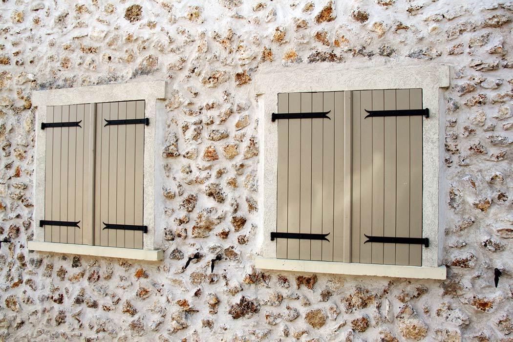 installation de volets bois pvc alu par menuiserie jay pr s de chamb ry. Black Bedroom Furniture Sets. Home Design Ideas